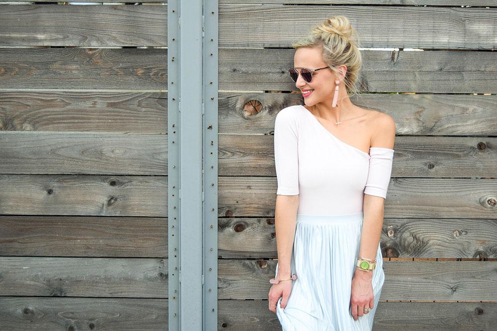 vandi-fair-blog-lauren-vandiver-dallas-texas-southern-fashion-blogger-topshop-boutique-asymmetrical-ribbed-bodysuit-pink-pleated-jersey-midi-skirt-light-blue
