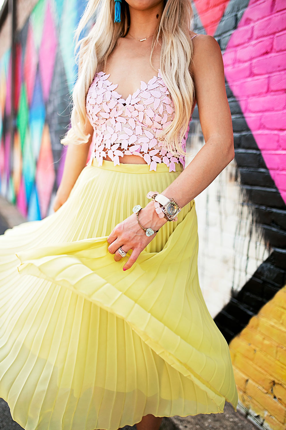 vandi-fair-dallas-fashion-blog-lauren-vandiver-southern-texas-travel-blogger-color-colorful-nordstrom-topshop-chiffon-pleated-midi-skirt-neon-yellow-bardot-flora-lace-crop-top-8