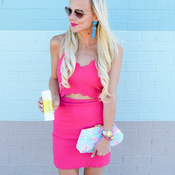 vandi-fair-dallas-fashion-blog-lauren-vandiver-southern-texas-travel-blogger-everpro-back2blonde-back-2-blonde-root-highlight-spray-bff-joa-cutout-scallop-pink-bodycon-dress-2