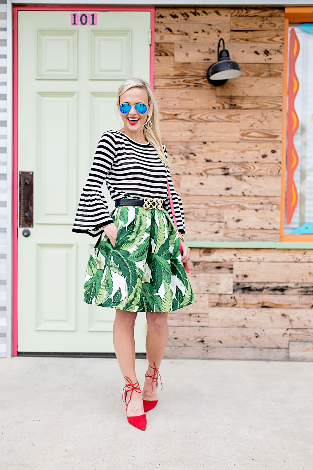 palm-skirt-red-pumps-outfit