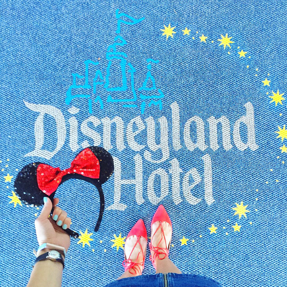 disneyland-hotel-rug