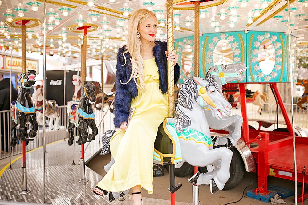 yellow-maxi-dress-blue-faux-fur-coat