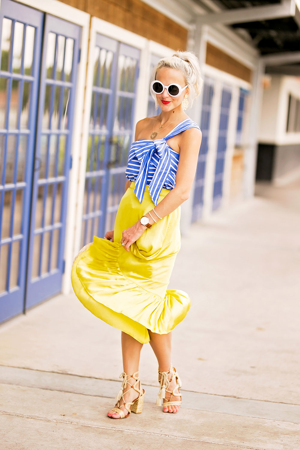 how to wear a yellow skirt