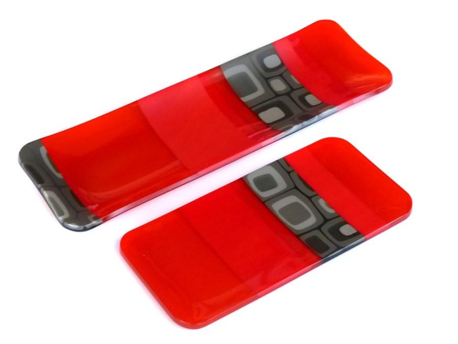 Glass Platter, Red | Violet Finvers | Glass Artist