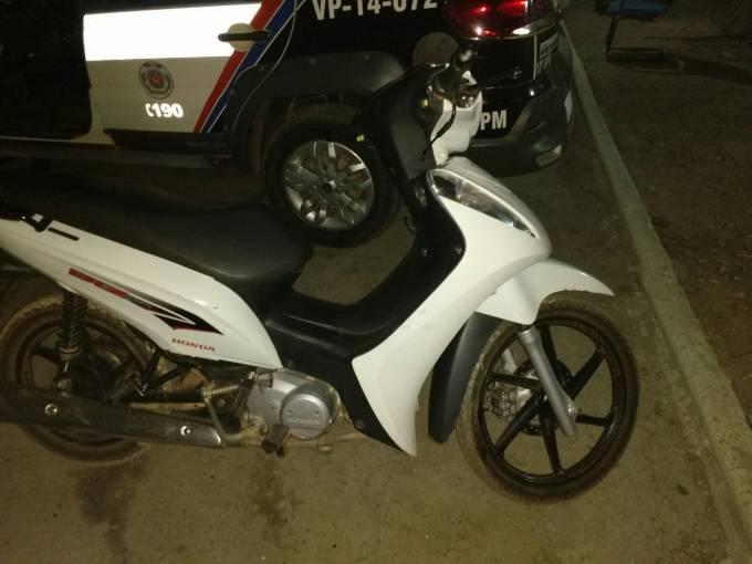 A moto foi roubado no último dia 10, e é de propriedade da Sra. Telma Ribeiro Alves.