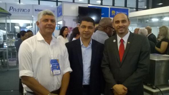 Prefeito, Zé Mantins ao lado do Secretário de Ciências e Tecnologia, Bira do Pindaré, e do Superintendente do Sebrae, João Martins.