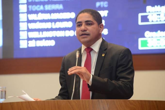 Zé Inácio na tribuna destaca que o apoio se deve ao Governo Flavio Dino de implementar as políticas públicas do Governo Dilma.