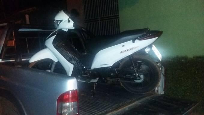 Honda biz de propriedade de Alexsandra Pereira Costa de 26 anos, tomada de assalto foi recuperada pela PM