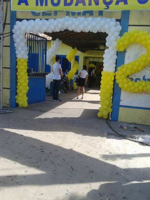 A convenção foi no pátio de uma escola.