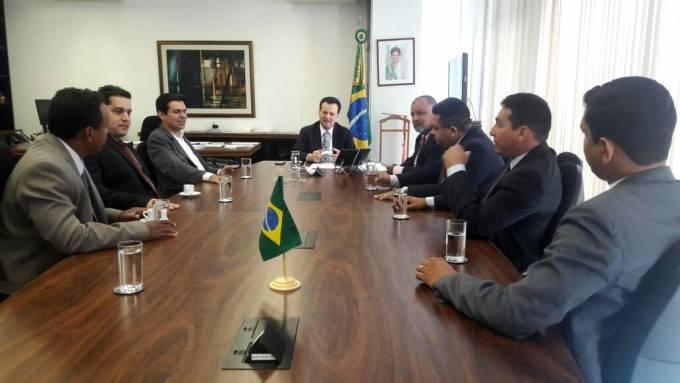 Acompanhados do deputado Victor Mendes a Comitiva de vereadores de Pinheiro foi recebida pelo Ministro das Ciências, Tecnologia e Comunicação, Gilberto Kassab.