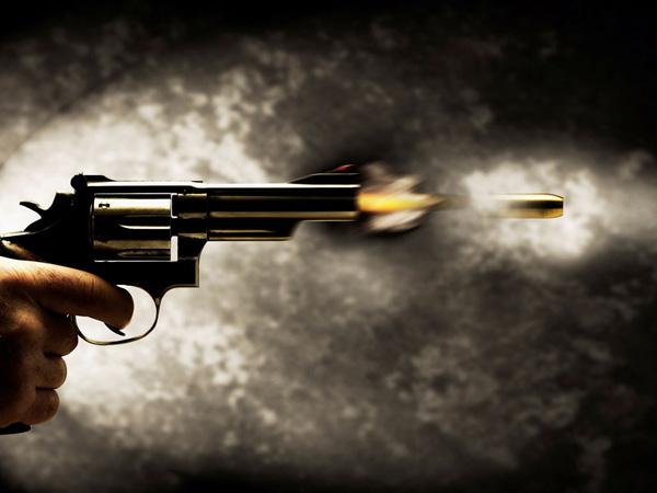 revolver-atirando1
