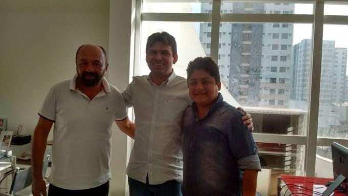 Prefeito, Idalécio (PT), deputado Victor (PSD), e o vereador Joãozinho (PT).