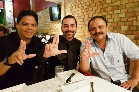 Prefeito de Pinheiro, Luciano Genésio ao lado do financiador de sua campanha, Janderson Ladim e o deputado federal, Waldir Maranhão.