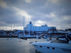Hornbaek Havn med Hornbaek Sanatorium i baggrunden