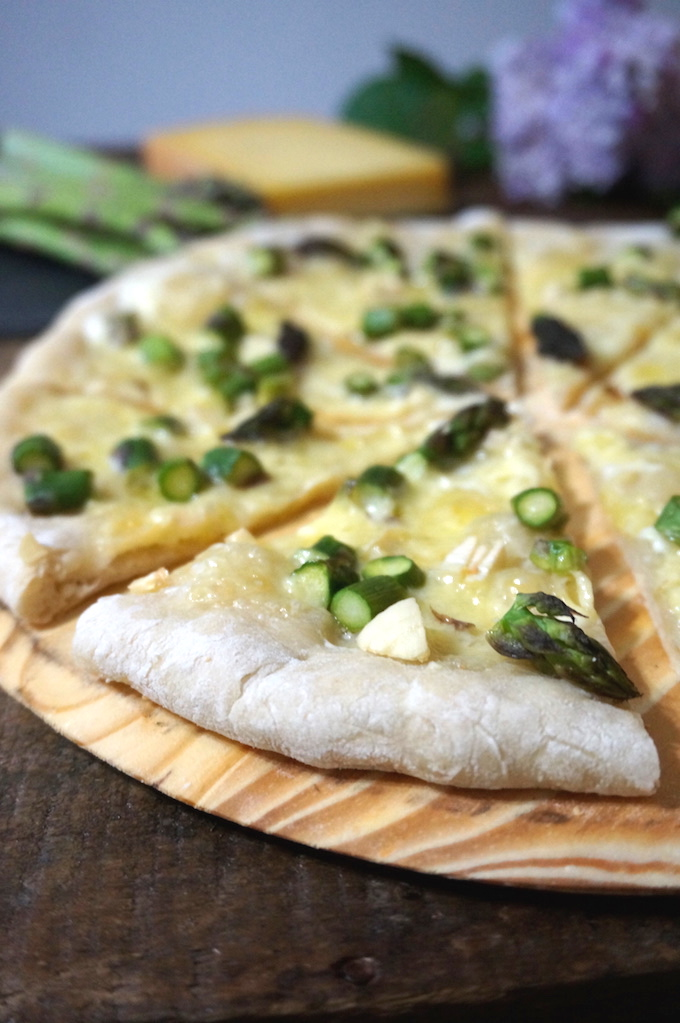 asparagus-comte-pizza-sm-2-brightened