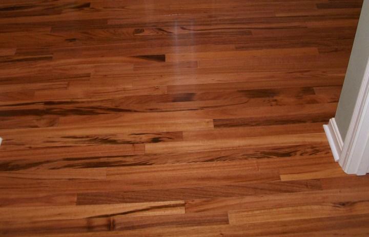 hardwood floor versus laminate