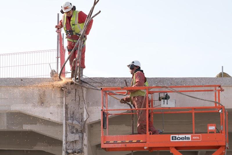 Van Eijk Infra- en Milieutechniek en Amoveer Techniek - bouwrijp maken - bodemsanering - riolering - sloop