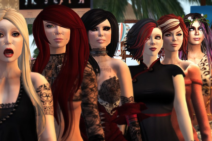 11 avatar bloggers standing in a line for a group portrait