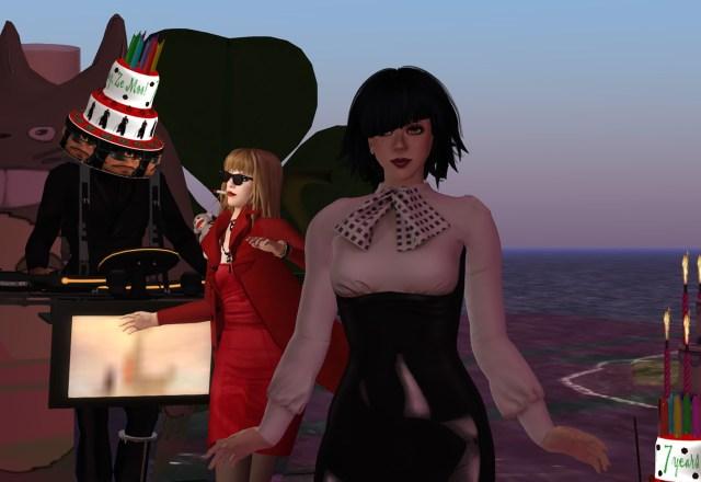 Ze Moo, Bibbe Oh & Vanessa Blaylock dancing on Ze Moo's rezday party