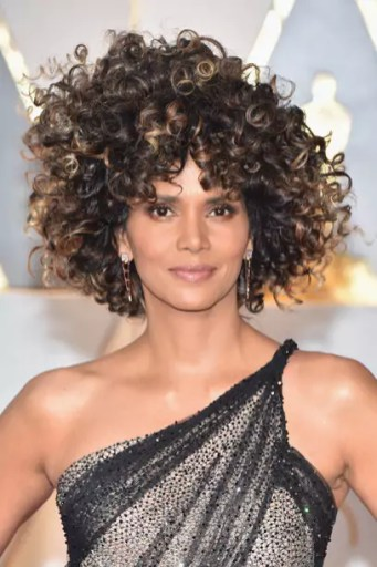 oscars-2017-halle-berry-gettyimages-645640868_master_article_gallery_portrait