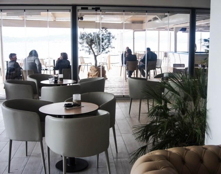 zara-beach-lounge