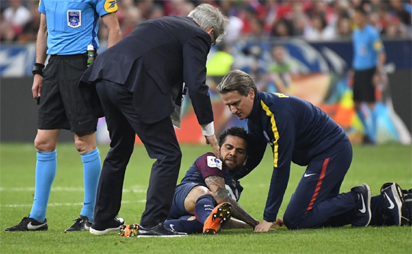 284f0566100 Brazil defender Alves ruled out of World Cup with knee injury