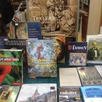 'De genade van de steiger' in de boekhandel.