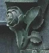 Grafmonument Cuypers Mariasymbool roos op hoek baldakijn.