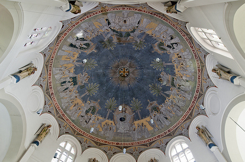 Jan Oosterman, Het hemels Jeruzalem met de acht zaligsprekingen (1918-1919) in de Catharinakerk van Jan Stuyt te Den Bosch (1917-1918). Herkomst: Beeldbank RCE - Pixelpolder