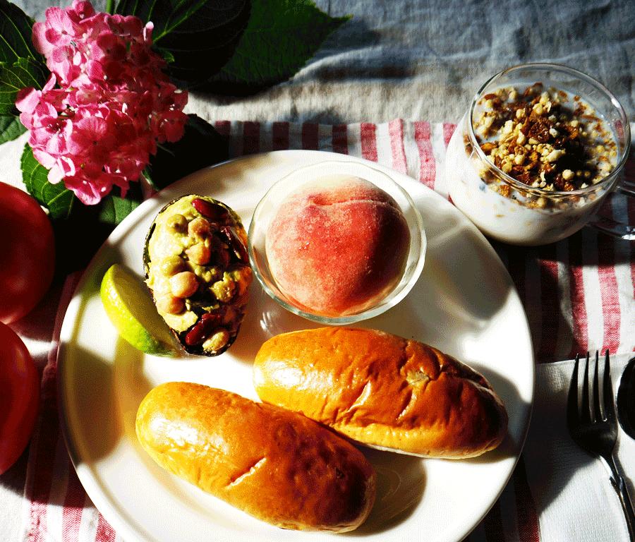 bkf = avocado bean cup, raisin roll, white peach, coffe granola milk breakfast