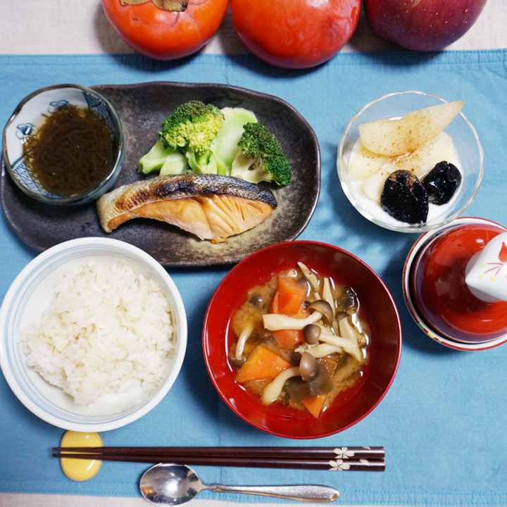 BREAKFAST bkf = grilled salmon, Mozuku seeweed, broccoli,  carrot Shimeji mushroom miso soup, rice
