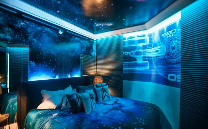 star_trek_hotel_room_l