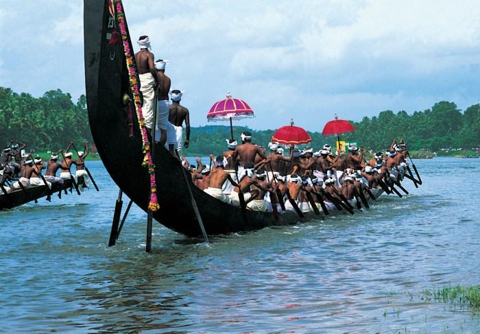 Kerala-tourism-snake-boat