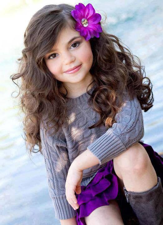 Curly Hair Girl Wallpaper Fillette