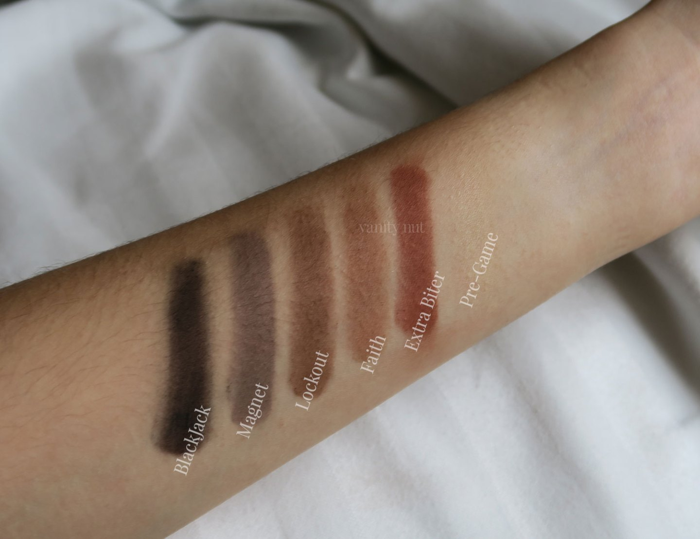 ultimate_basics_urban_decay_palette_shadows_swatches_2