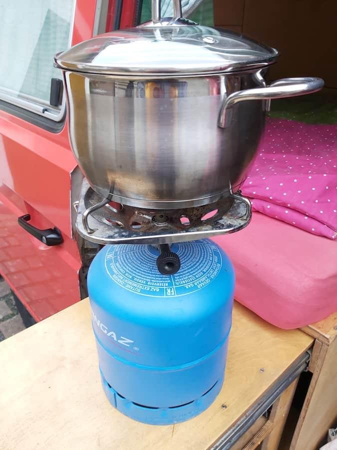 Gasflasche mit Kocheraufsatz
