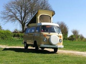 Louer un Combi pour faire du camping à la ferme.