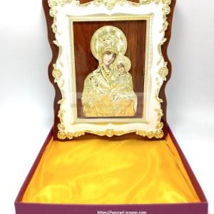 Icoana Maica Fecioara pe lemn cu rama florala aurita