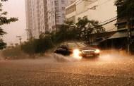 Sài Gòn mưa trắng trời, nguy cơ ngập nặng