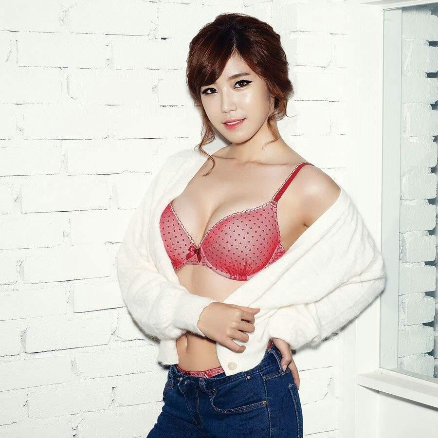 jun-hyo-seong-khuay-dao-nguoi-ham-mo-vi-qua-sexy (1)