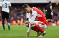 """"""" Cậu ấy chẳng làm được gì cho Arsenal hết cả"""""""