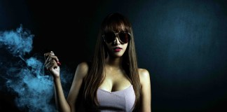 What sales and promotion channels do RELX vape use in marketing?