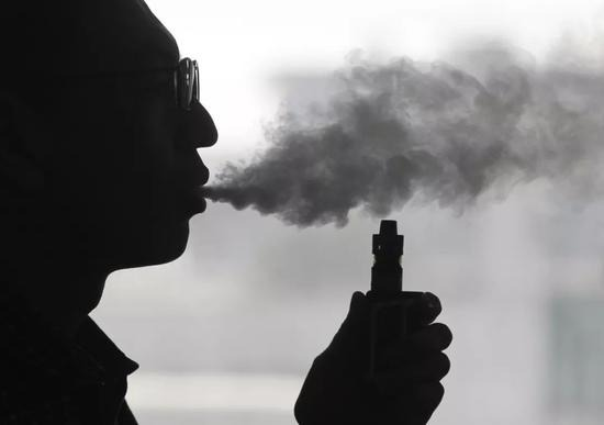 Many people know the disadvantages of e-cigarettes, but they still keep vaping