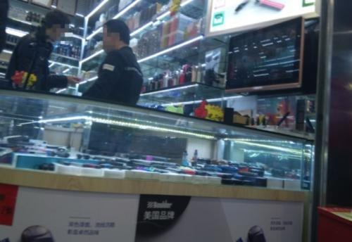 "No.2 Young groups in ""Electronics First Street"" looking for new flavors of cartridges and pods"