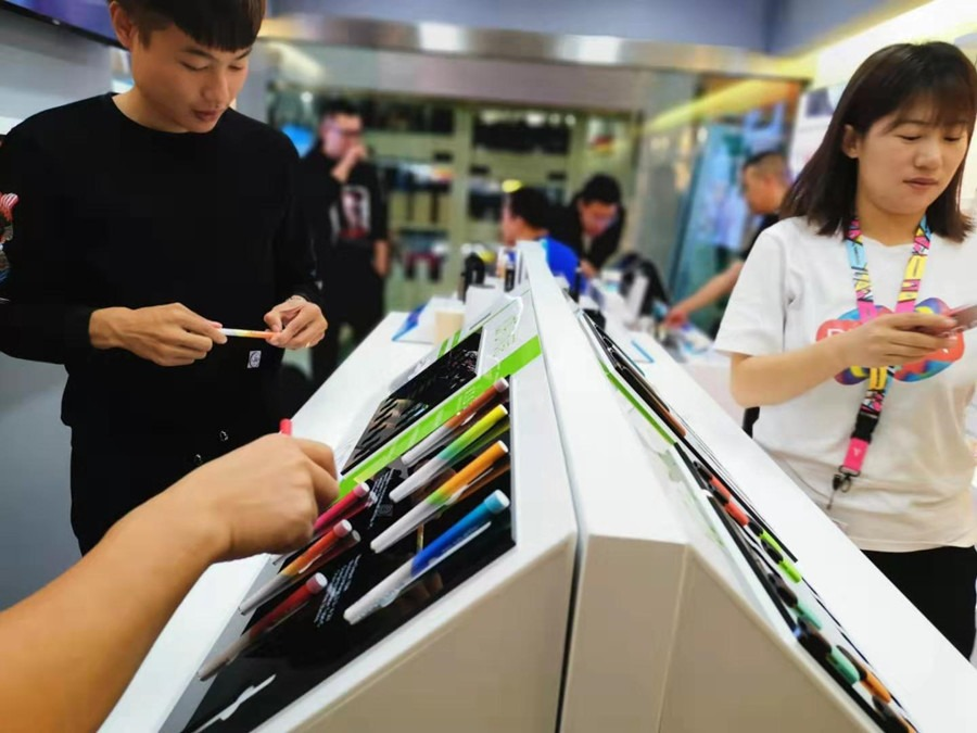 e-cigarette brand has experienced a round of reshuffle and transferred to offline channels.