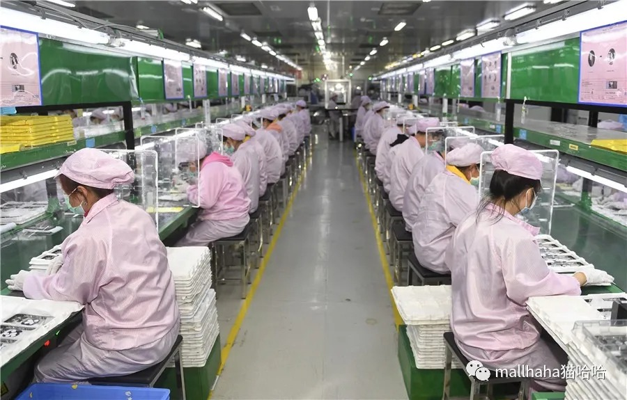 Employees resume work at a workshop in Chengdu, Southwest China's Sichuan province, on March 23, 2020. [Photo/Xinhua]