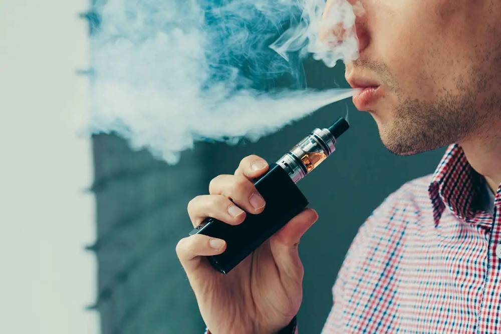 Dental experts advise smokers to switch to vapes to prevent oral cancer