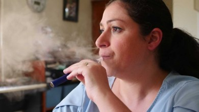 Belinda Costigan is an emergency ward nurse who used to smoke upwards of 40 cigarettes a day.(ABC News: Jedda Costa)
