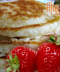 After-8 Creamy Strawberry Pancakes