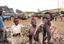 Bambini-africani-en-treno-di-fumo